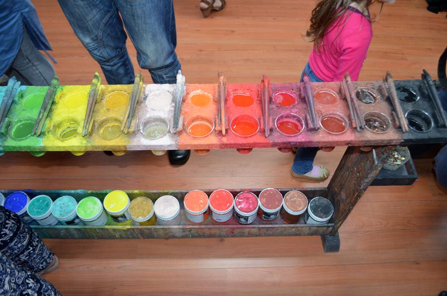 Der Palettentisch das Farbinstrument im Malort