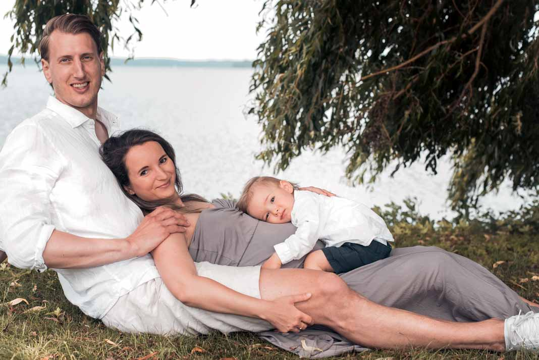 Babybauchshooting mit Partner und Sohn