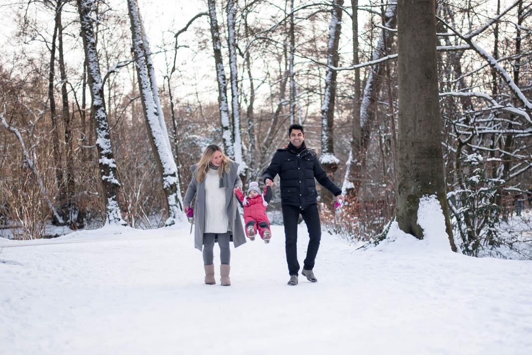 Babybauchshooting im Schnee
