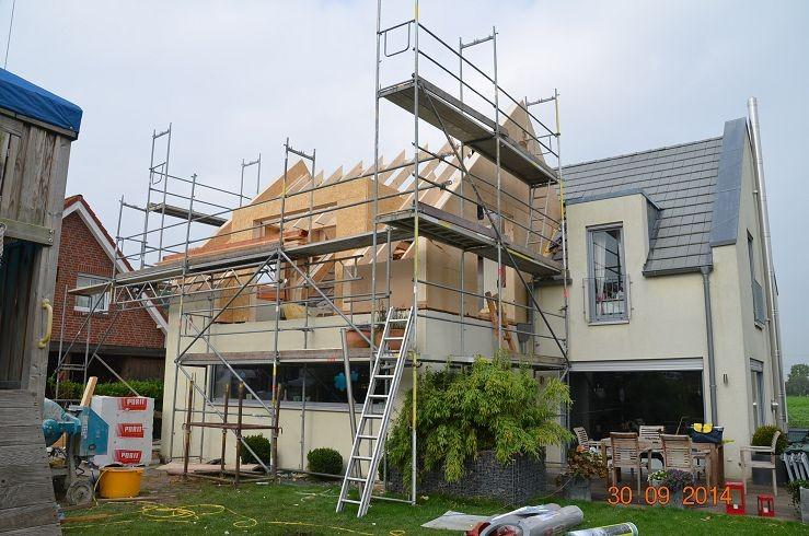 .Bild1b: 2.Giebel mit neuer Gaube in Zinkverschalung auf Flachdachanbau,Holzkonstruktion, Sparren ,
