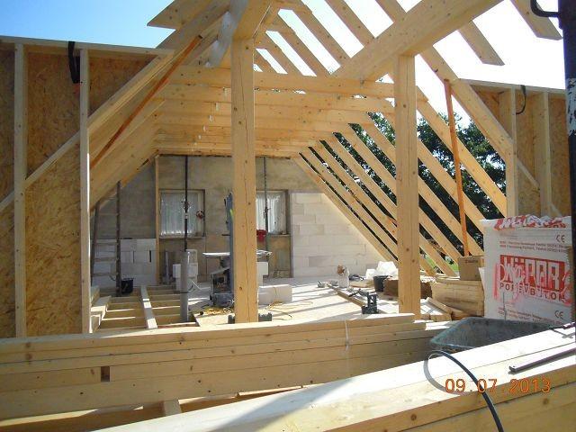 neuer dachstuhl mit seitlichen ausbauten
