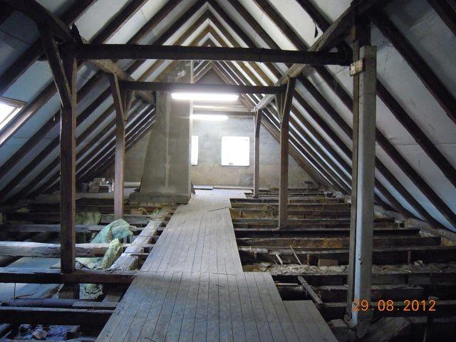 dachgeschoss mit morscher balkenlage