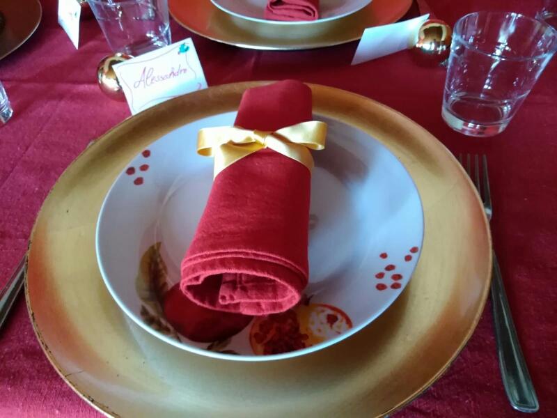 Idee per decorare la tavola a tema natalizio