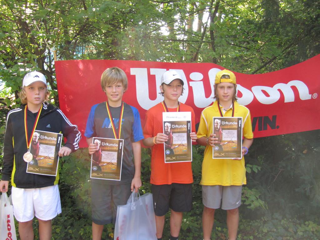 Patrick Szymczak 2. Platz U 12 re, Maxi Braag Sieger 2.v.re
