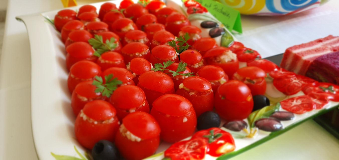 mit Cous-Cous gefüllte Cherry Tomaten