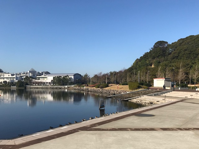 リンクトゥミャンマー事務所前の「舟だまり広場」神事も行われる清らかな場所です