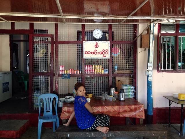 ミャンマーのラカイン料理のレストラン