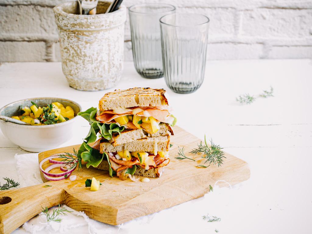 """""""The Black Forest"""" - ein Schwarzwälder Schinken Sandwich mit Paprika Relish"""