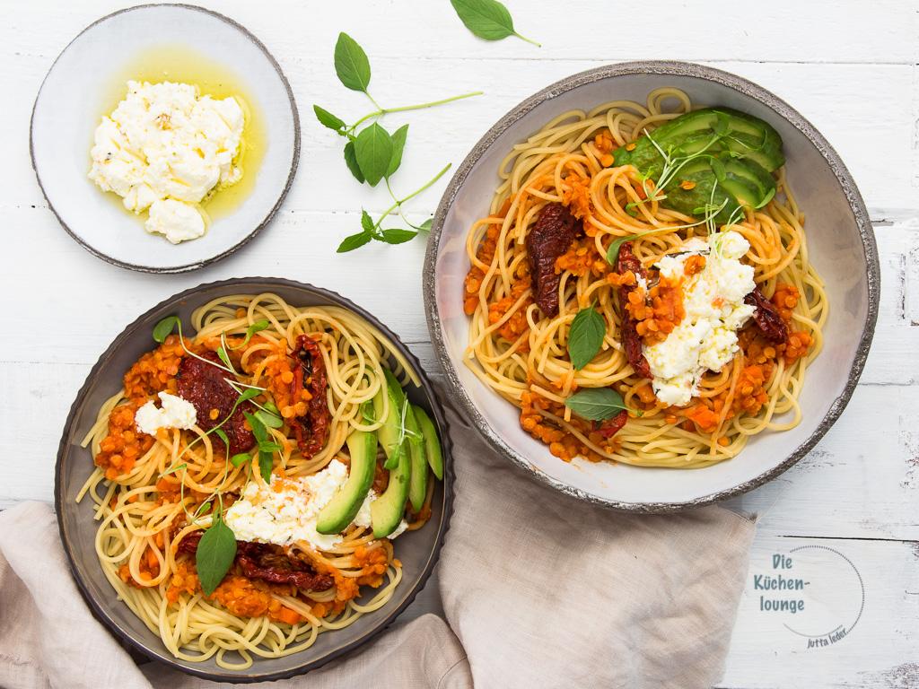 Spaghetti mit roter Linsen-Bolognese