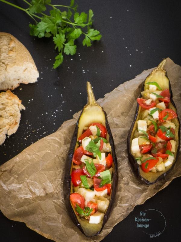 Ein-leichter-sommerlicher-Genuss, gegrillte-Auberginen-mit-Tomaten-und-Mozzarella