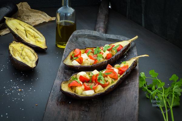 Gegrillte-Auberginen-mit-Tomaten-und-Mozzarella, eine-leichte-sommerliche-Vorspeise