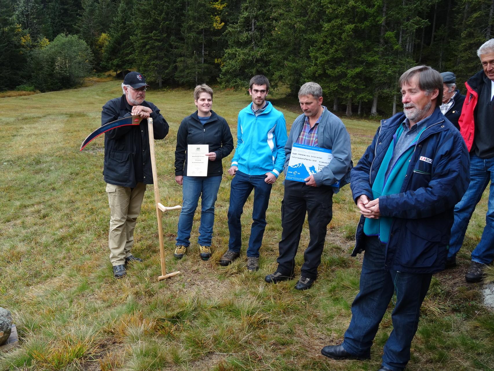 Peter Brawand, Präsident der Kommission Landschaft der Regionalkonferenz Oberland-Ost, dankt den Gewinnern für Ihr Engagement zugunsten der Landschaft.