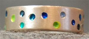 Ein sehr fröhlicher Ring - Anziehen und Lächeln.  Ein 925 Silber Ring, von innen weich abgerundet.