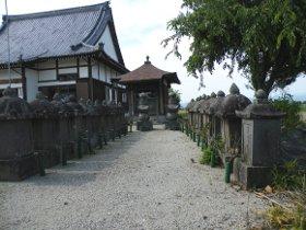 鍋島茂賢夫妻と殉職した家臣の墓