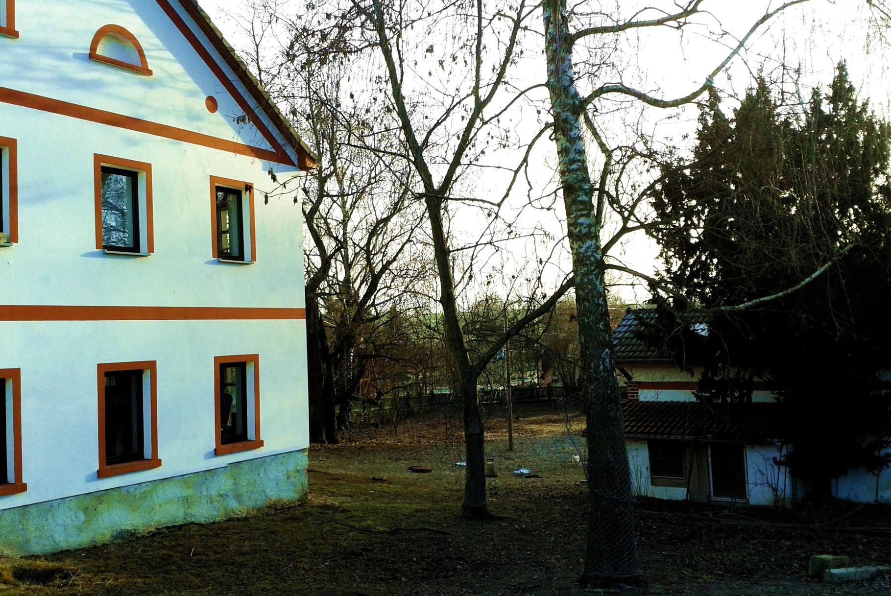 Wohnhaus mit Hühnergarten