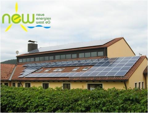 Photovoltaikanlage der NEW eG auf der Mehrzweckhalle der Gemeinde Schwarzenbach