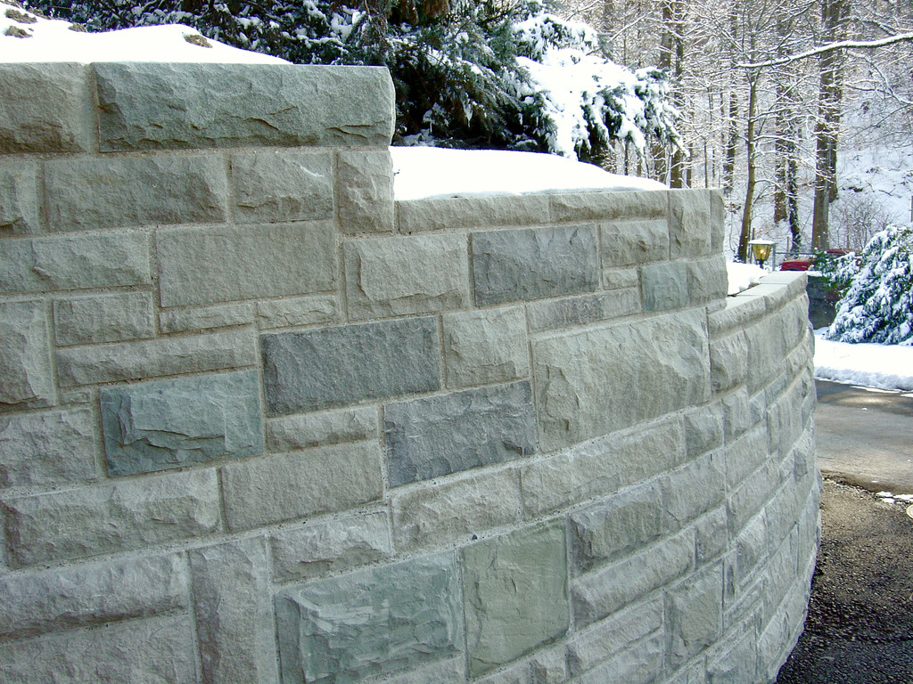 Sandsteinmauer bossiert,Eberhard_Gartenbau_Kloten