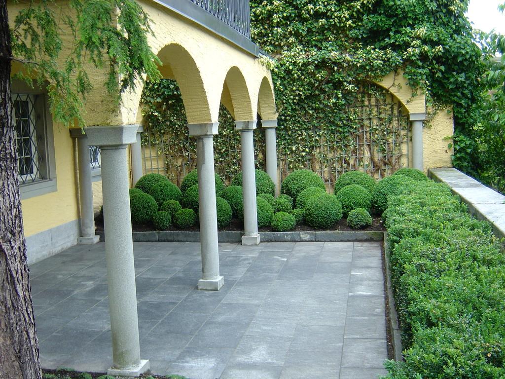 Gartengestaltung, Eberhard_Gartenbau_Kloten, Buxus, Granitplatten