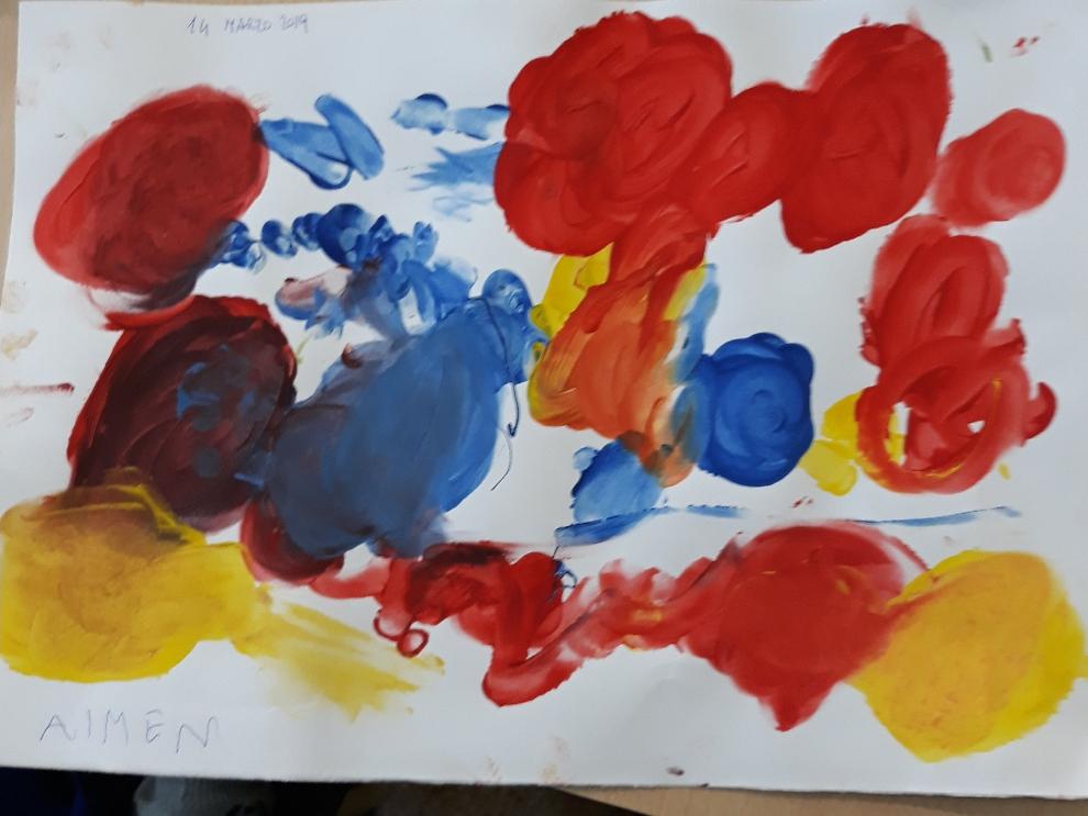 Trascinamento del colore su carta con le dita in forma libera