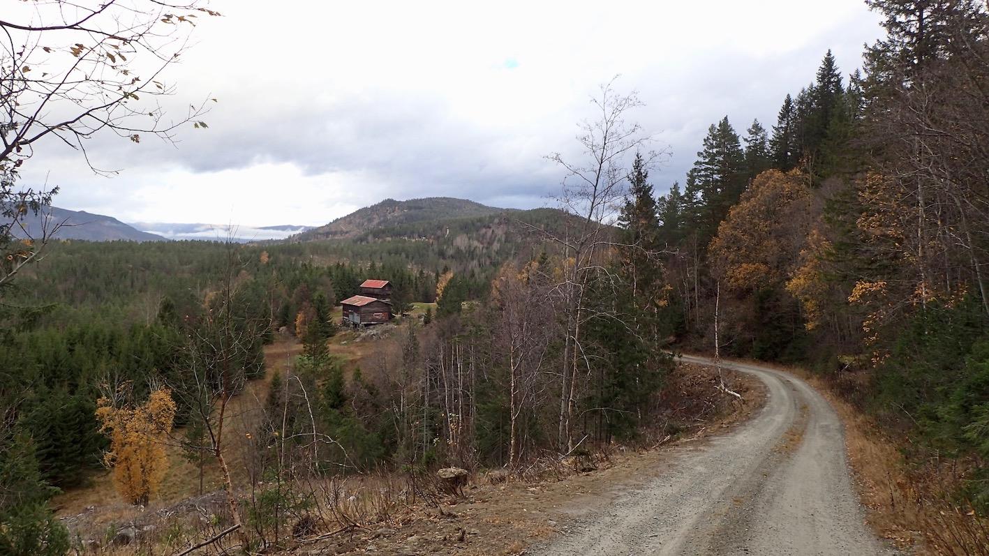 Utsikt over dalen før du kommer til Heia skule