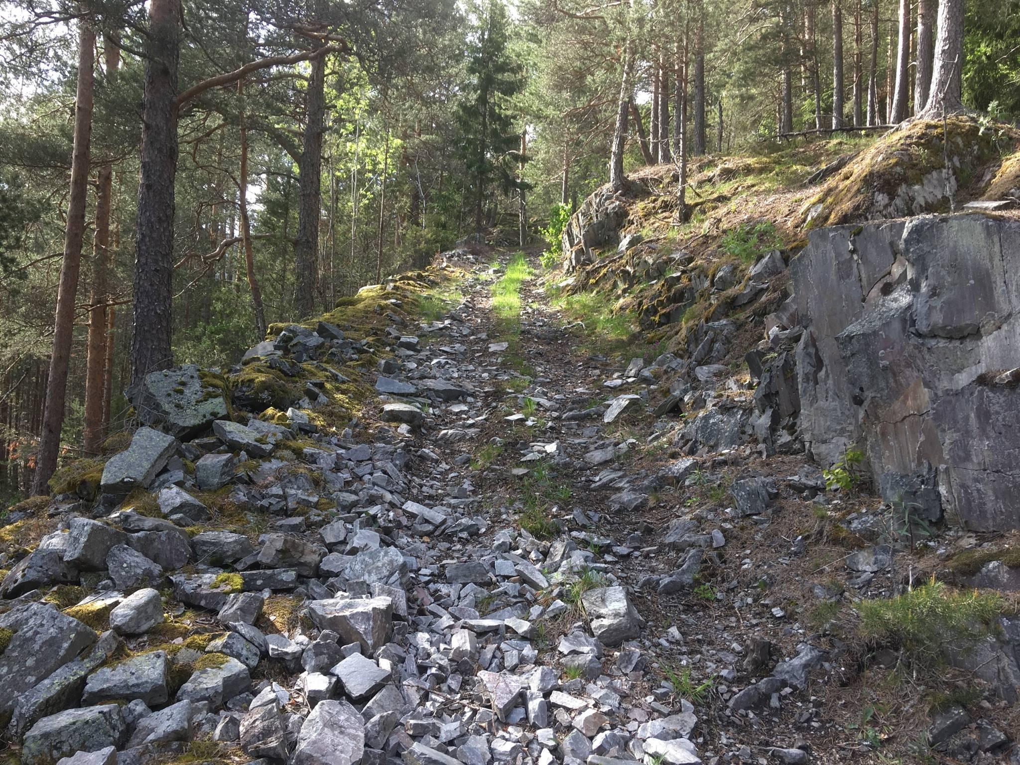 steinig, steiler Weg hinauf