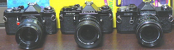 左から、Pentax ME (Rikenon P Zoom 35-70mm)、ME super (smc Pentax-M Zoom 24-35mm)、MX (smc Pentax-M Zoom 28-50mm)