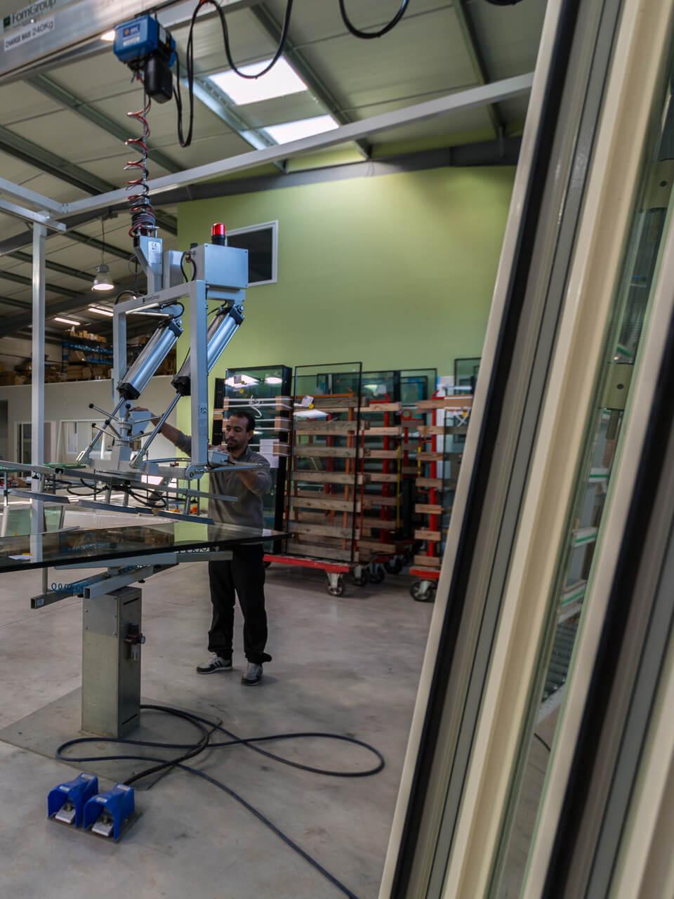 Menco - Atelier de fabrication de Folelli - Pont suspendu sous portique tubulaire de 6m