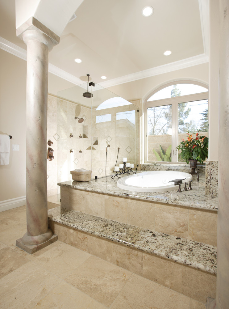 Plan de baignoire et marche en granit, revêtement sol et mur en pierre de Bourgogne