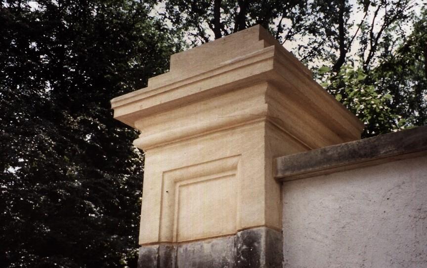 Restauration d'un pilier en pierre  de taille (Château de Bettembourg)