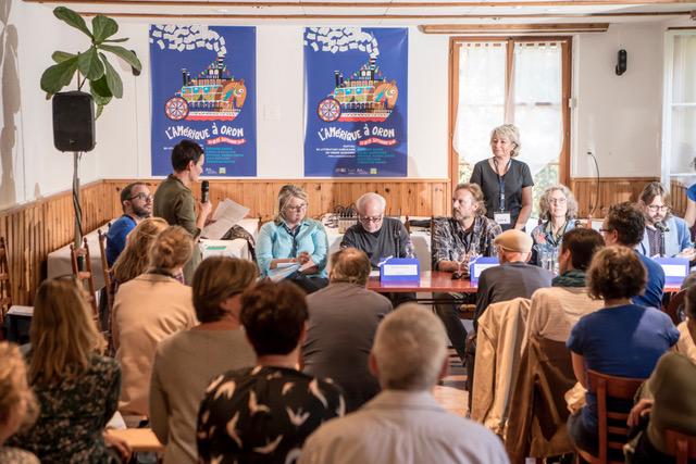 """Pendant la table ronde """"Parcours d'écrivain"""". Photo Christophe Chammartin / www.ceuxdici.ch"""
