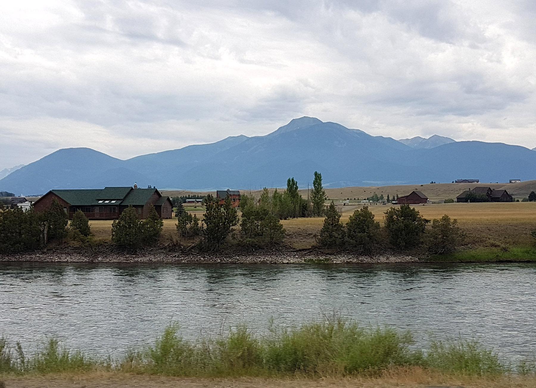 L'arrivée dans le Montana par la sortie nord du Parc Yellowstone