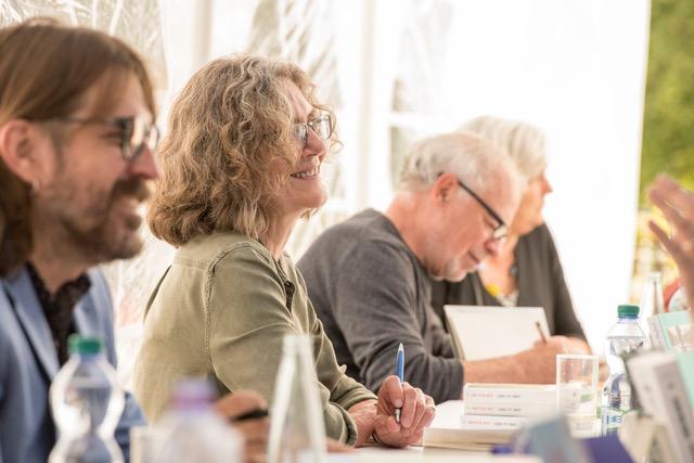 Christian Kiefer, Jean Hegland et Richard Russo avec leurs lecteurs. Photo Christophe Chammartin / www.ceuxdici.ch