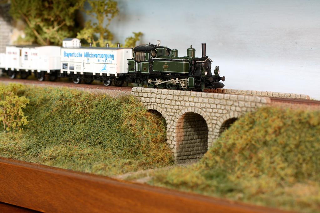 Das Motiv ist ideal für historische Nebenbahn-Züge