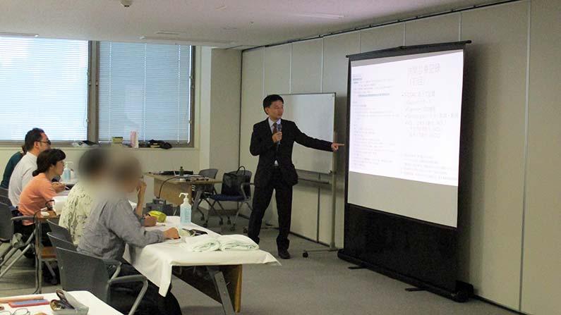 現代医学、津田先生講義の様子