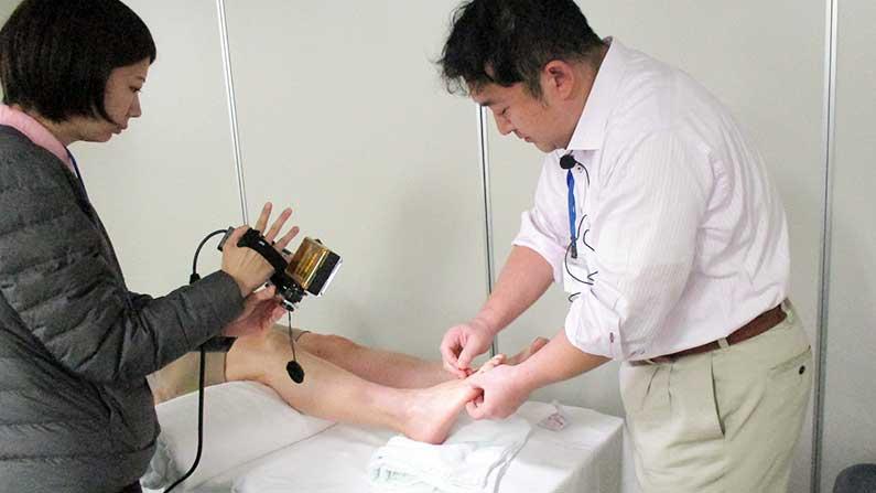 中医鍼灸 模擬治療風景