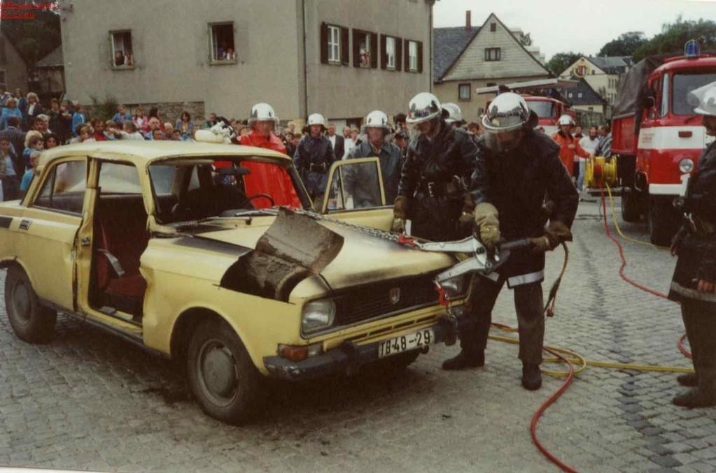 Feuerwehr Aue führt hydraulische Rettungstechnik in Bockau vor...