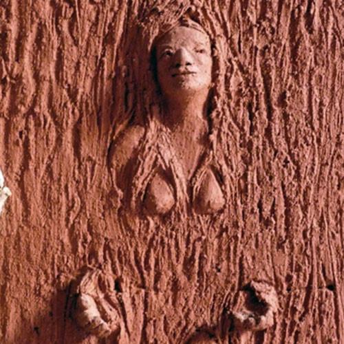 la dryade, tableau sculpture en terre et bois (détail)