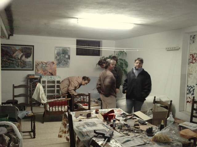 dans le garage  transformé en atelier