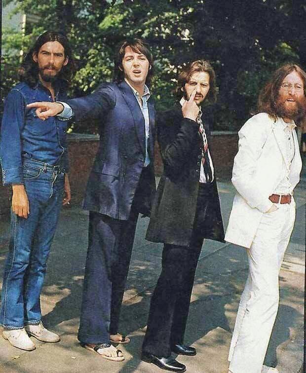I Beatles nella sequenza di foto per la copertina Abbey Road nel 1969