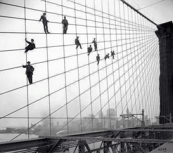 7 di ottobre del 1914, lavoratori sospesi durante la costruzione del ponte di Brooklyn