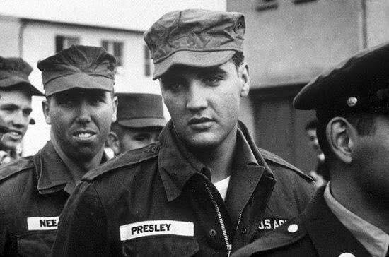 Elvis Presley nel servizio militare.