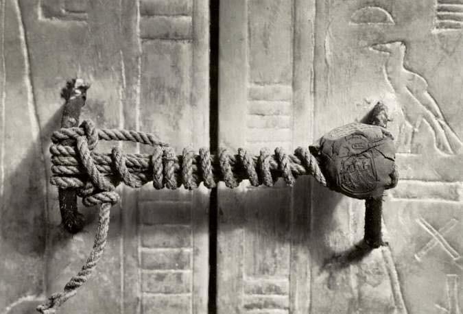La bara de Tutankhamen con la sua serratura.