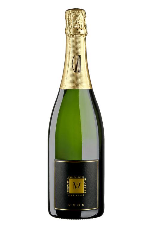 fotografia di bottiglie di vetro, vini, bollicine, grappa, grappe, liquori, in franciacorta, foto matteo deiuri