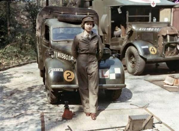 La regina Elizabeth durante il servizio militare nella seconda guerra mondiale.