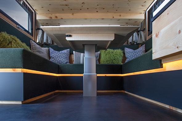 stylische LED-Ambientebeleuchtung im ganzen Wohnraum der Zirbenbox