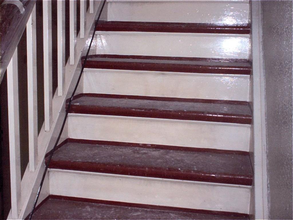 treppen schleifen treppen renovieren parkett versiegelungen wasserlack hart l. Black Bedroom Furniture Sets. Home Design Ideas