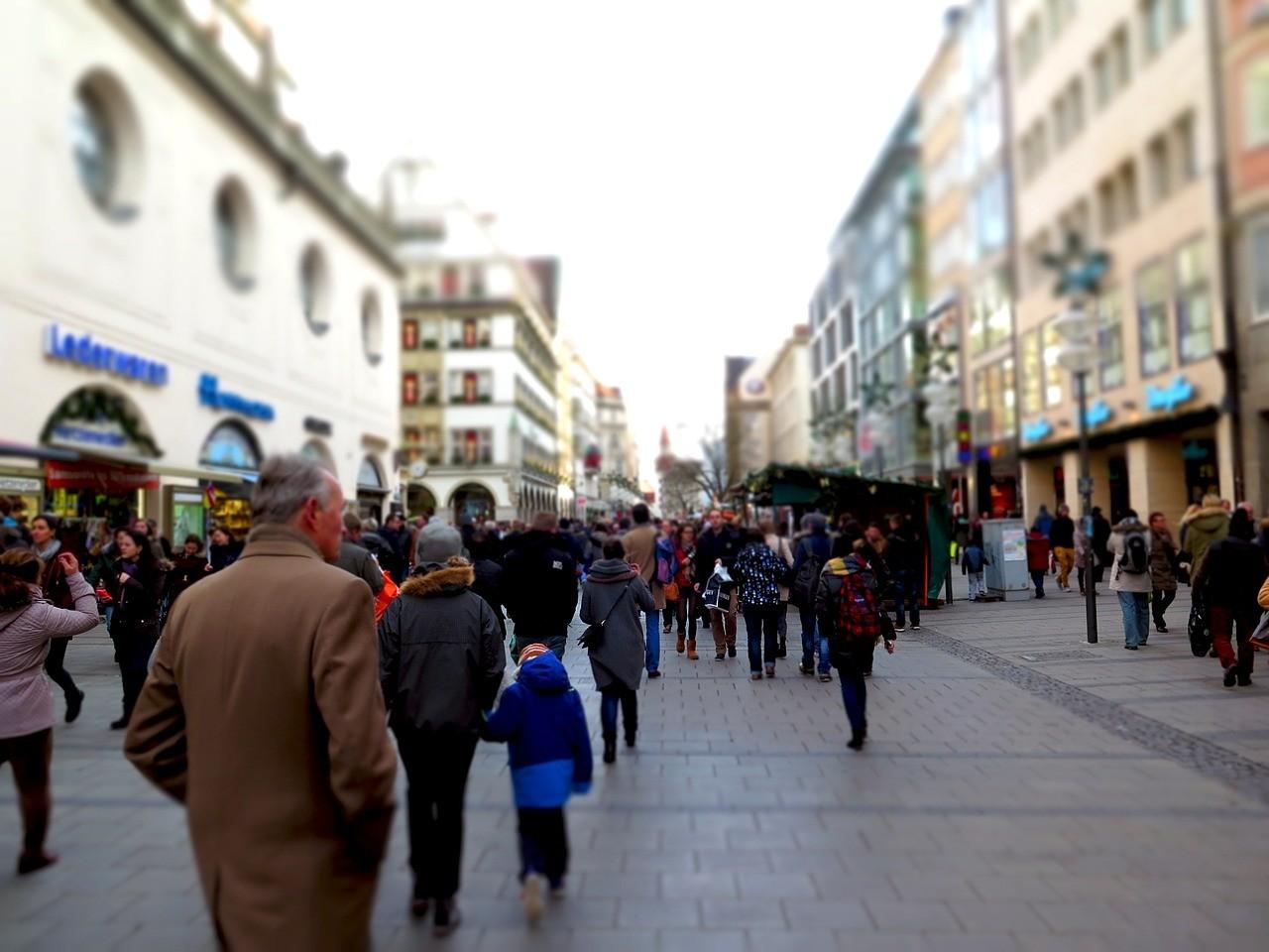 9 français sur 10 préparent leurs achats sur internet avant de se rendre dans les commerces de proximité. Les commerçants doivent impérativement être visibles sur le web !