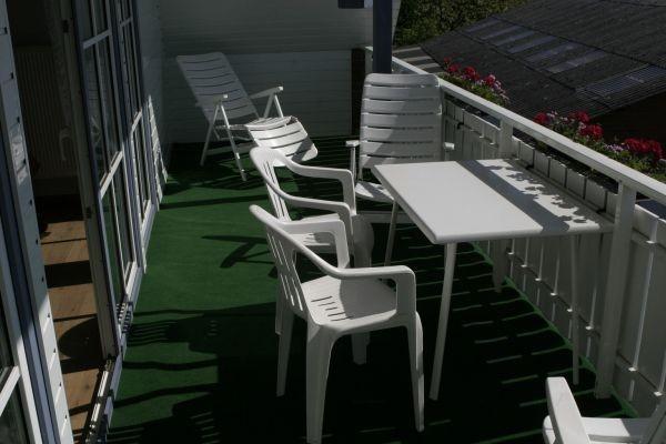 ...ausgestattet mit Gartenbestuhlung...