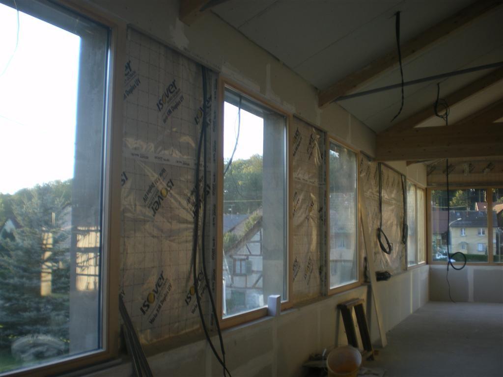 Septembre: pose des isolations du plafond et des murs dans la salle