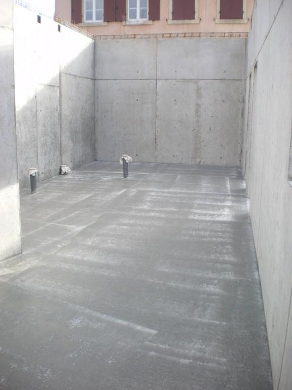 Semaine 46 - les sols du bâtiment ont été coulés ici futur couloir et sanitaires de la Mairie